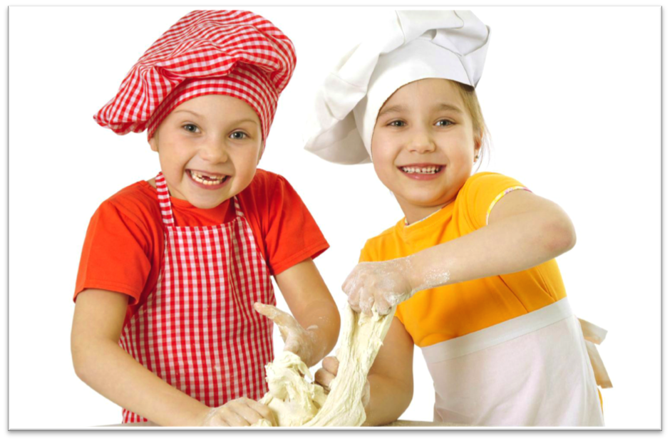 niños divirtiendose con el pan